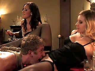 малышка, блондинки, брюнетки, ступни, две женщины, один мужчина, групповой секс, Isis Love, нижнее белье, Maitresse Madeline, госпожа,