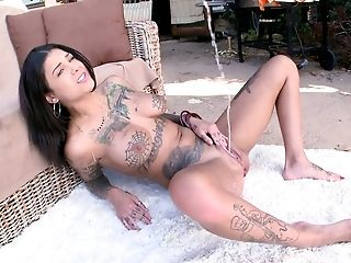 American, Babe, Bonnie Rotten, Brunette, Deepthroat, Hardcore, Model, Nature, Outdoor, Squirting,
