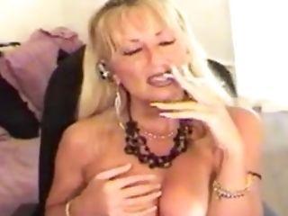 Amateur, Große Titten, Blond, Reifen, Smoking, Solo,